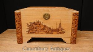Античная ручная резная деревянная сундучка с камфорой