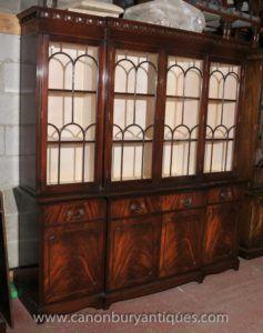Викторианской готики Breakfront Стеллаж пламени из красного дерева Книжные шкафы Кабинет