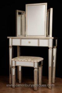 Стол для стульев с зеркальной отделкой