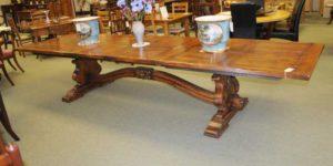 Простирающийся трапезная стол - идеально подходит для этого хутора взгляда