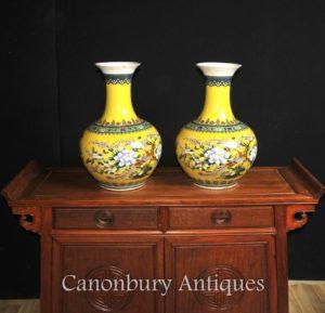 一对中国粉彩 Jaune 瓷花瓶 Shangping 形瓮