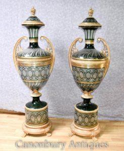 Pair XL Французская империя Cut Glass Urns Архитектурные вазы