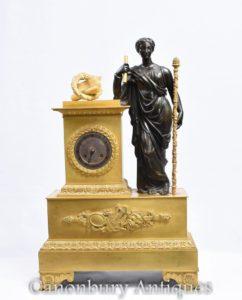 Античная французская империя Позолоченные бронзовые часы Мантии