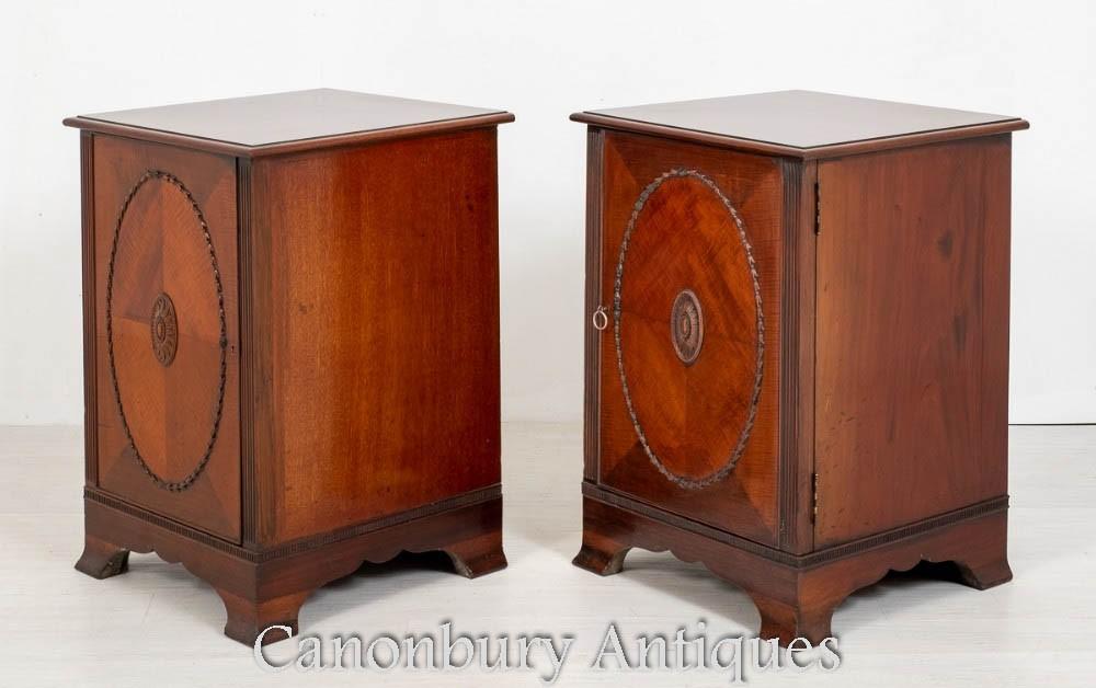 Пара боковых шкафов в викторианском стиле - тумбочки из красного дерева 1880 г.